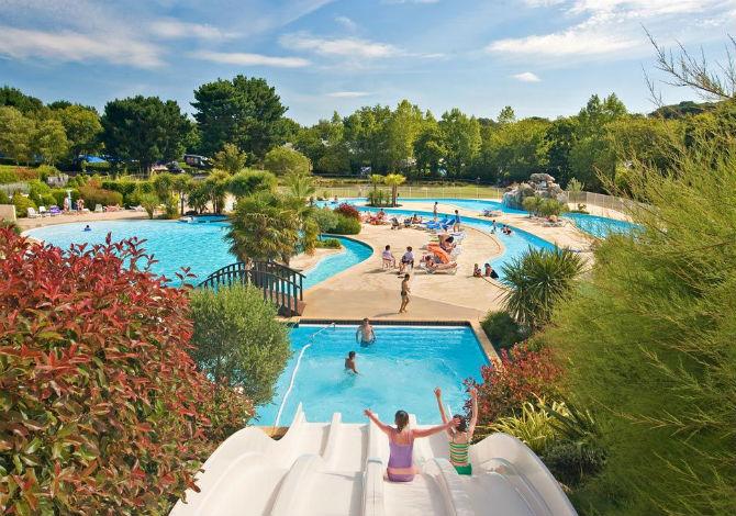 Vivez une expérience conviviale dans un bel espace aquatique avec piscines au camping La Grand' Métairie !