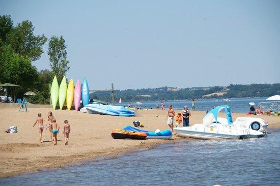 Envie de vacances tourisme et pêche aux lacs du Lévézou ? Camping club Les Genêts vous ouvre ses portes