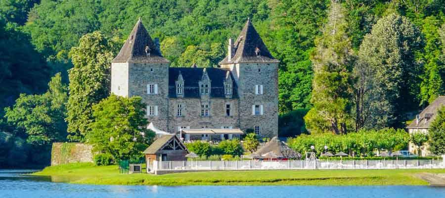 Camping en bord de rivière : les sites intéressants en Dordogne